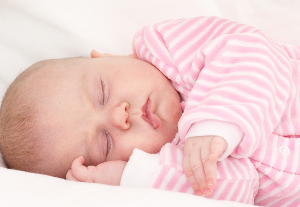 7. O bebê recém-nascido dorme quantas horas por dia?