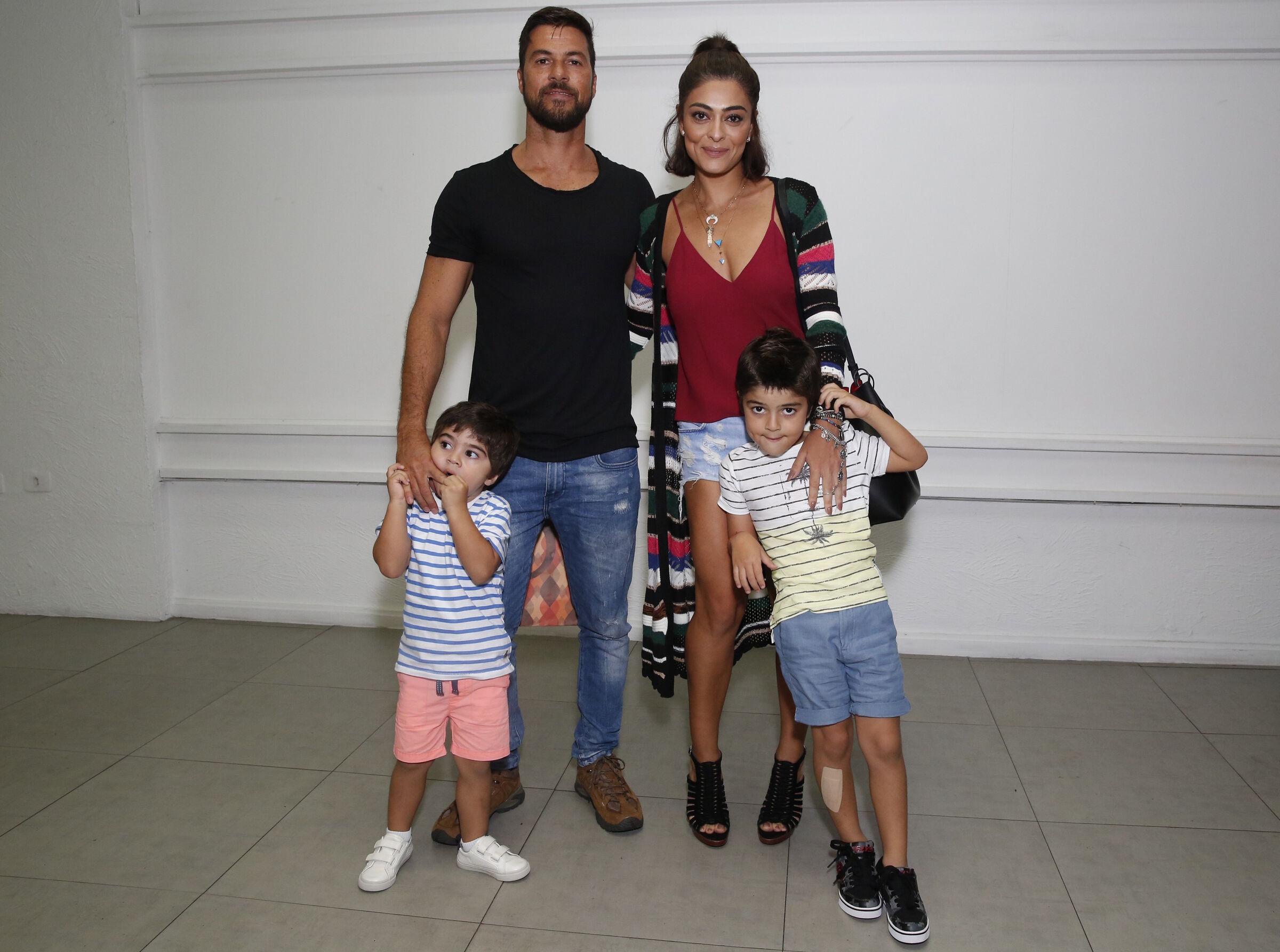 Juliana Paes com os filhos Pedro e Antônio