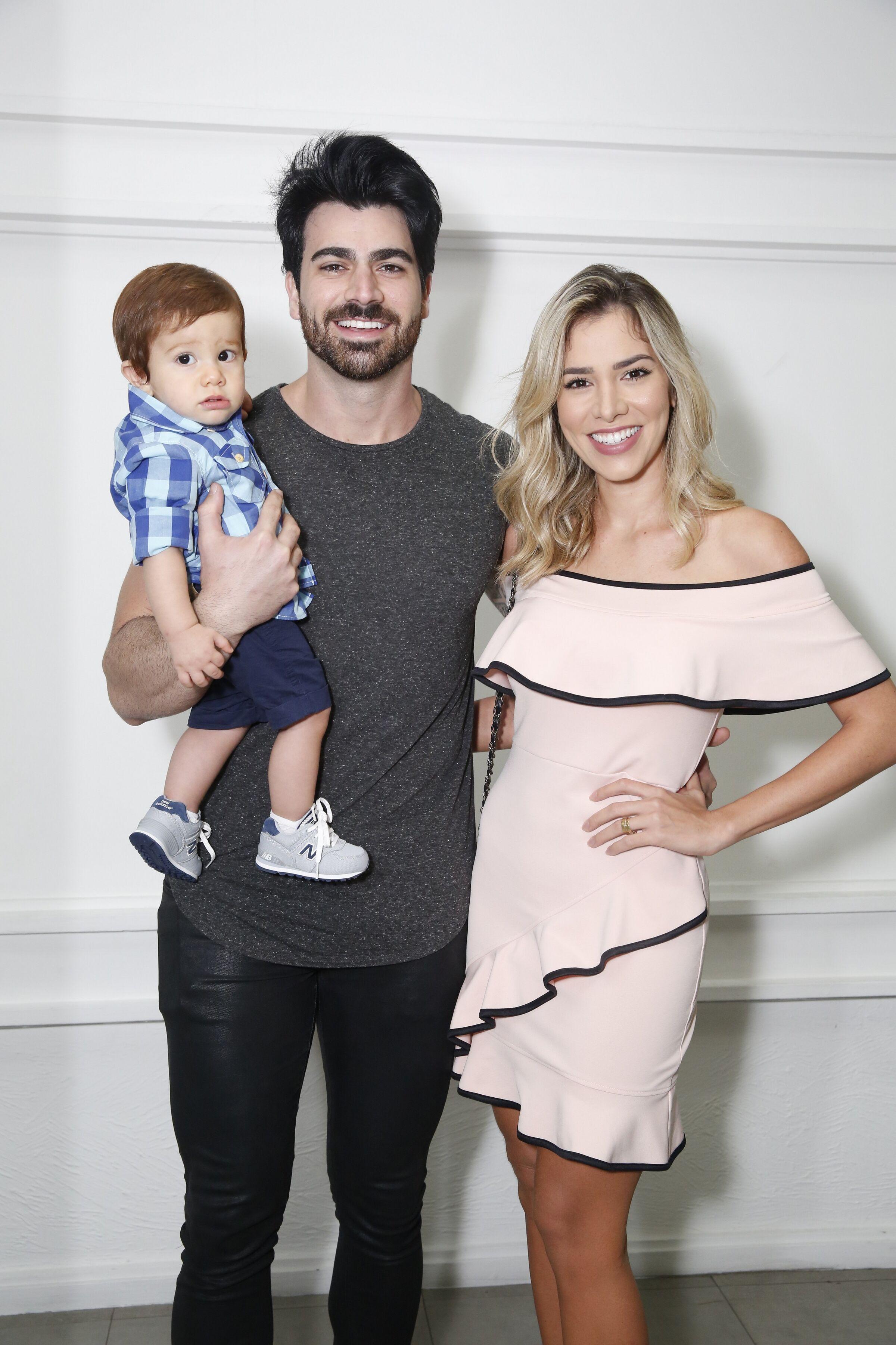 Rodrigão e Adriana Sant'Anna com o filho