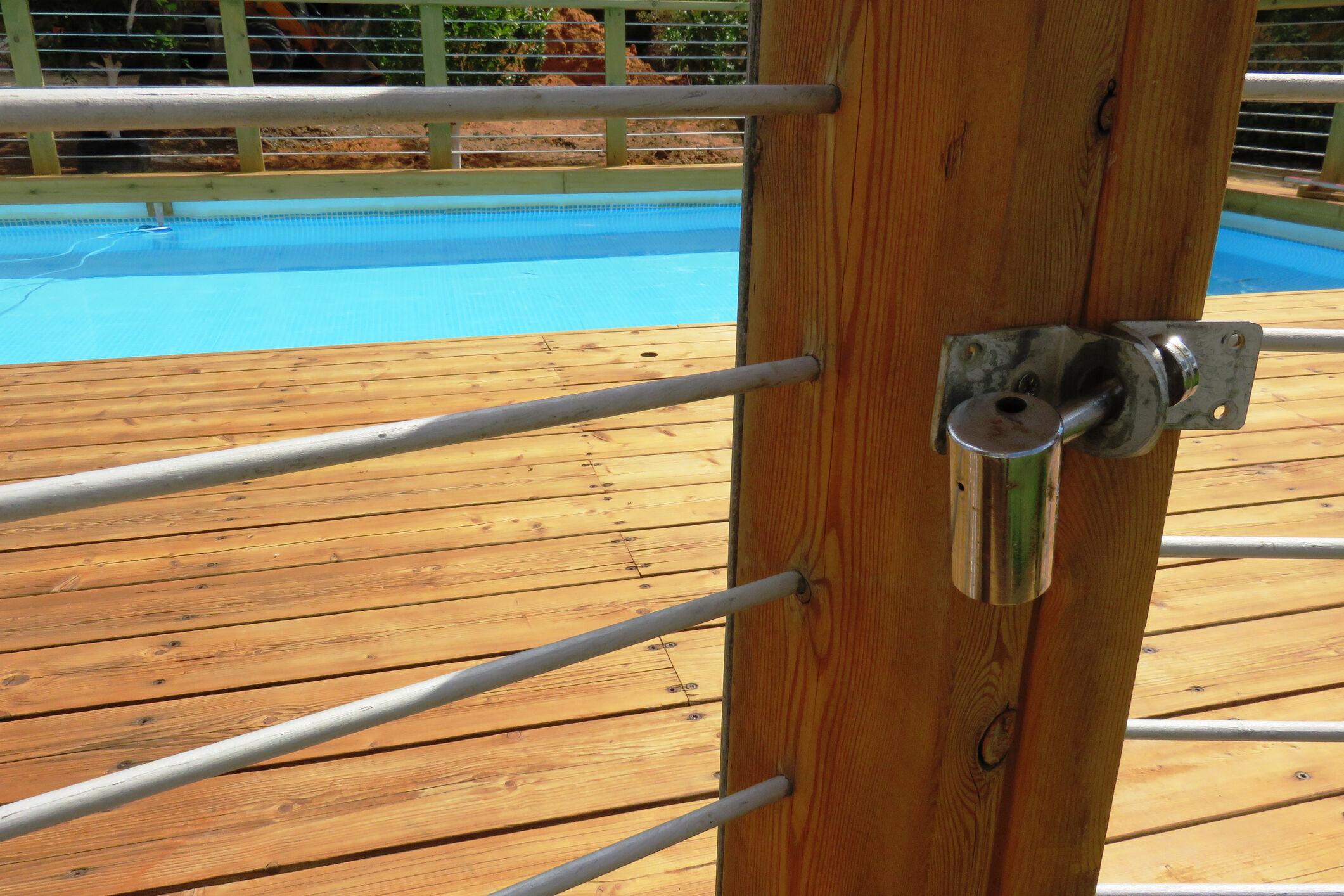 Cerca na piscina