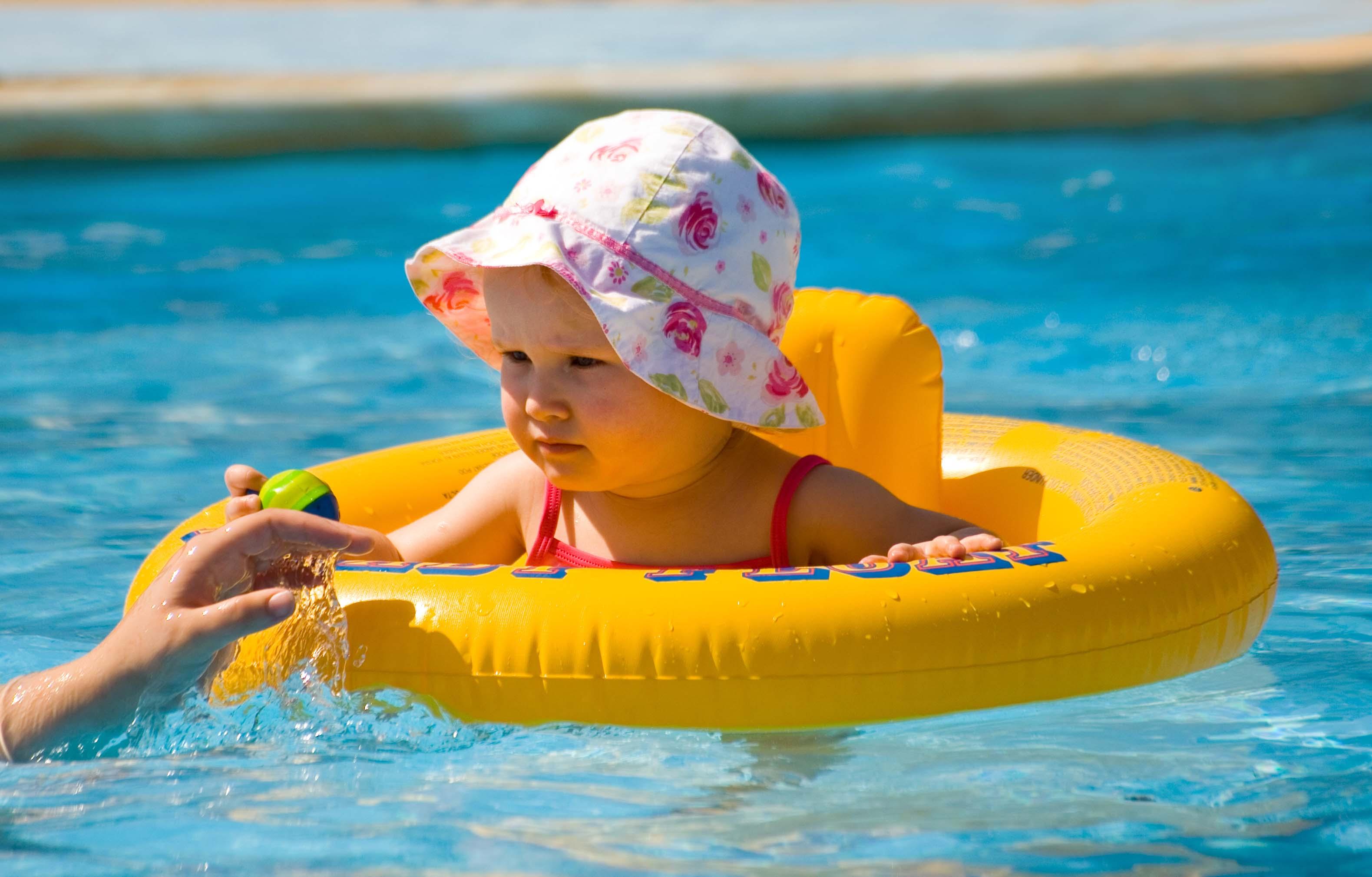 Boias e coletes para crianças