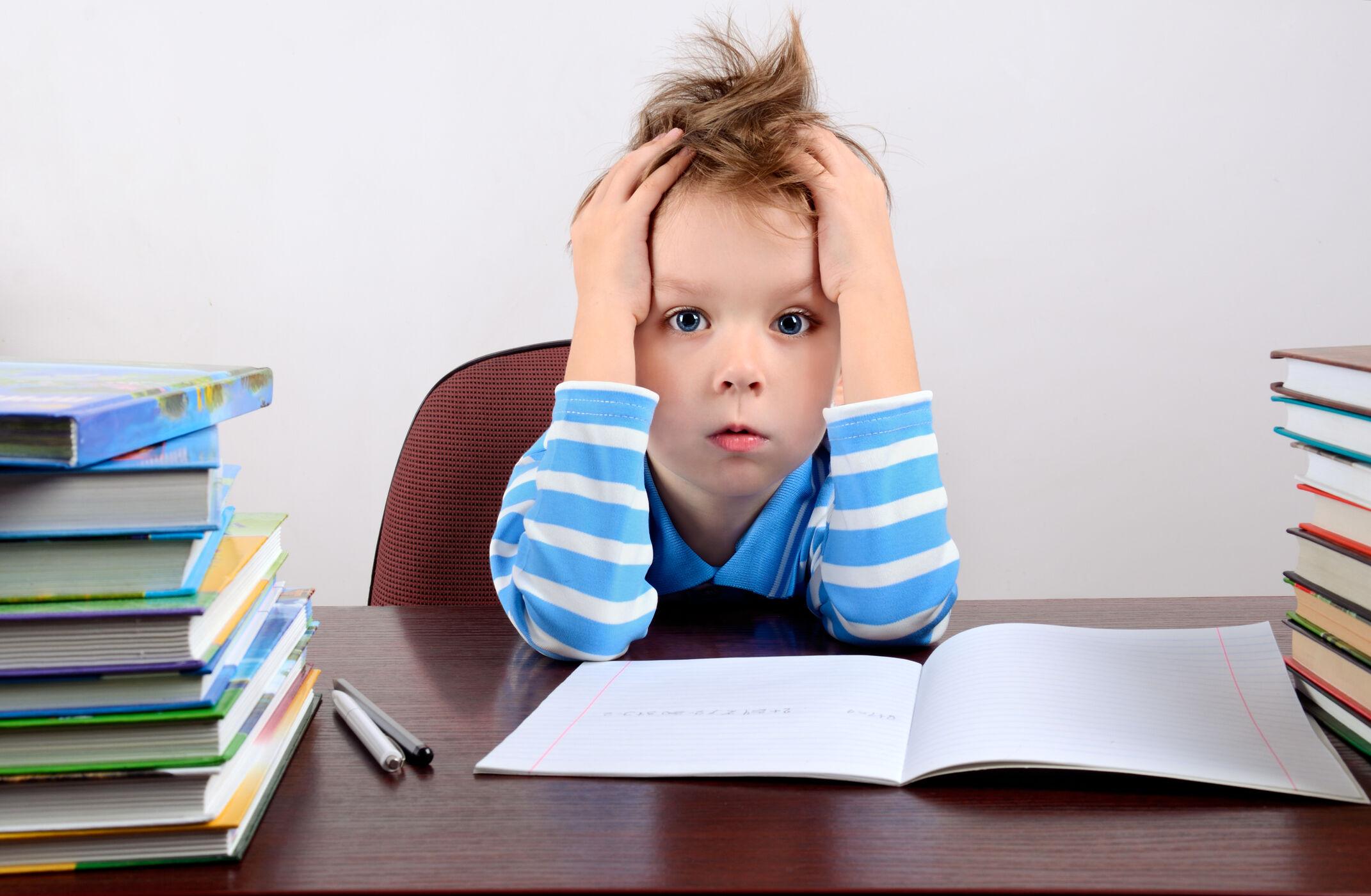 Criança com dificuldade de estudar