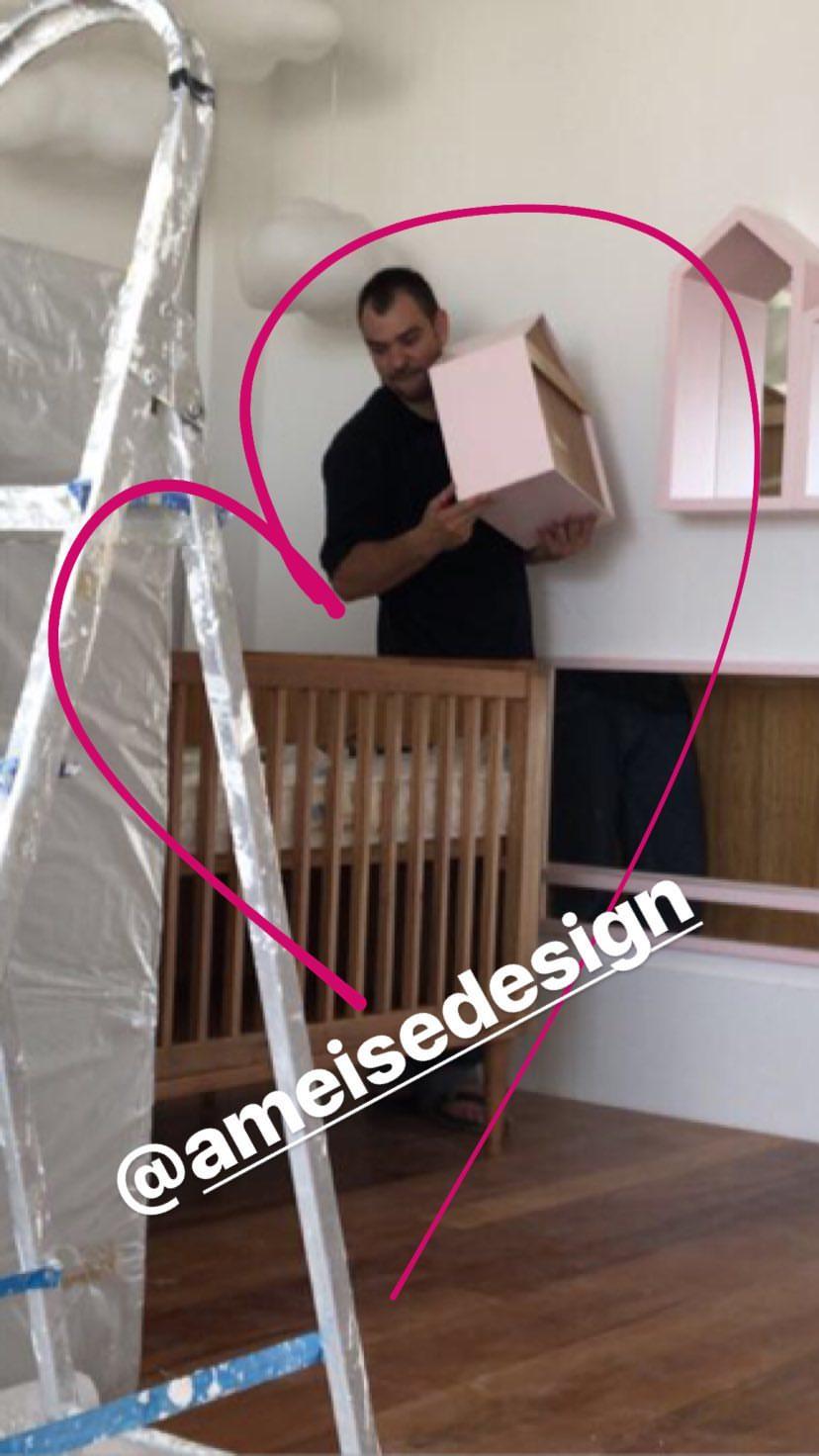 Ivete Sangalo mostra os berços do quarto das filhas gêmeas