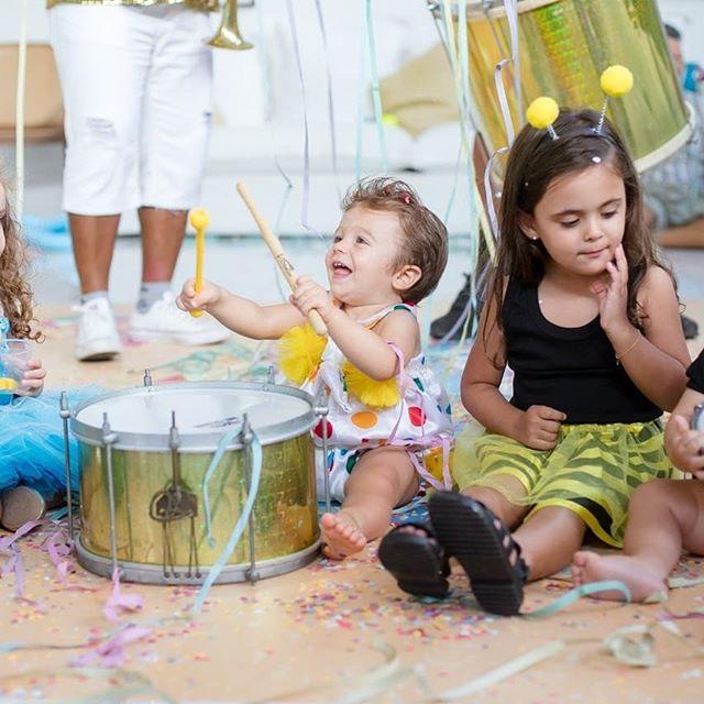 Rafa Brites comemora o primeiro ano de Rocco com festa de Carnaval 2