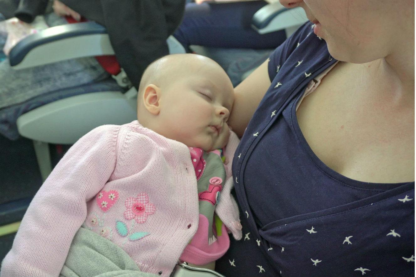 recem nascidos viajar de aviao