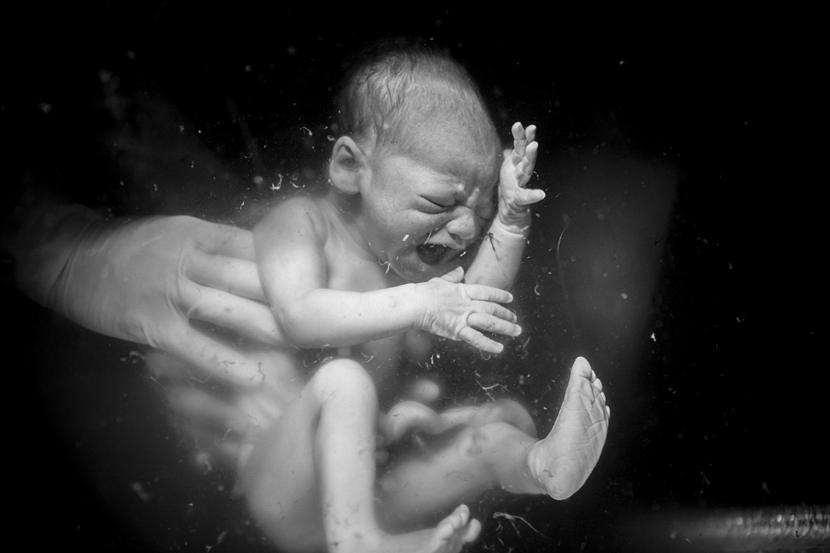 Bebê na hora do parto - concurso Birth Becomes Her