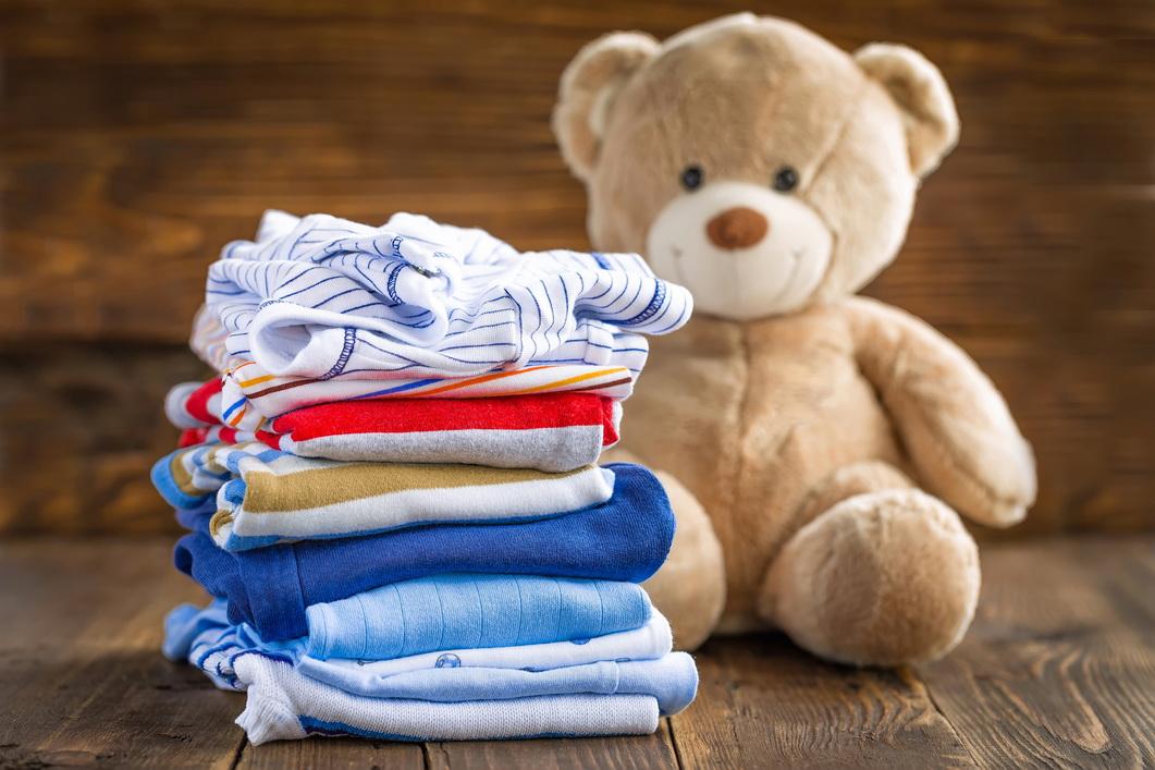 Tutoriais de reforma de roupas de bebês e crianças