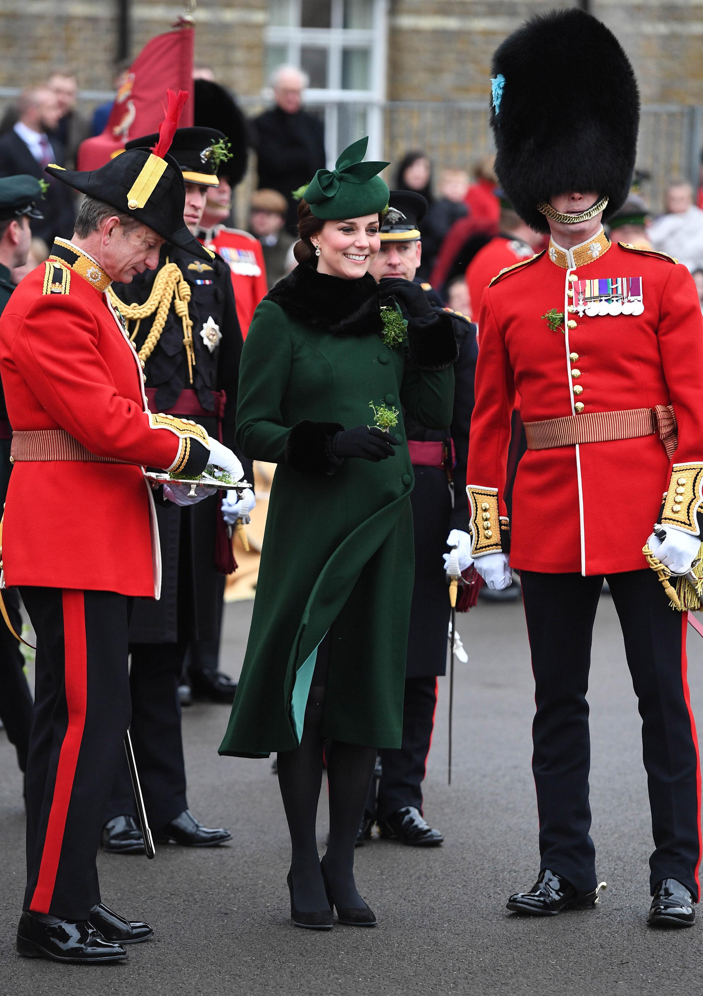 kate middleton gravida casaco verde