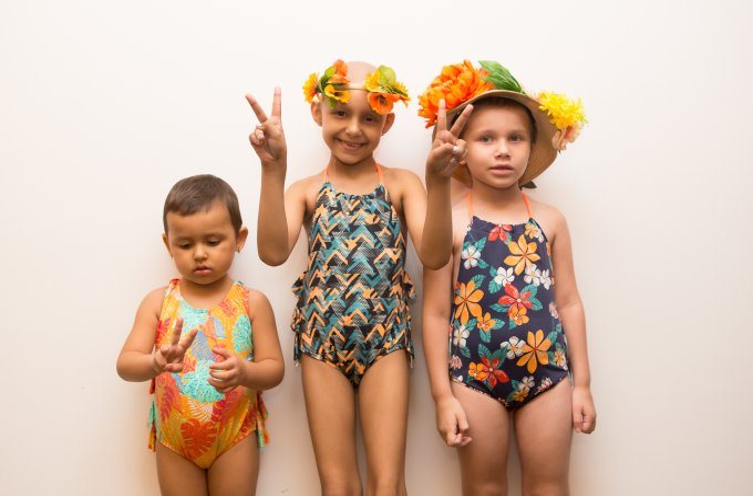 Melissa, Larissa e Yasmin, pacientes do Instituto de Tratamento do Câncer Infantil (Itaci) desfilam pela grife Água com Sal