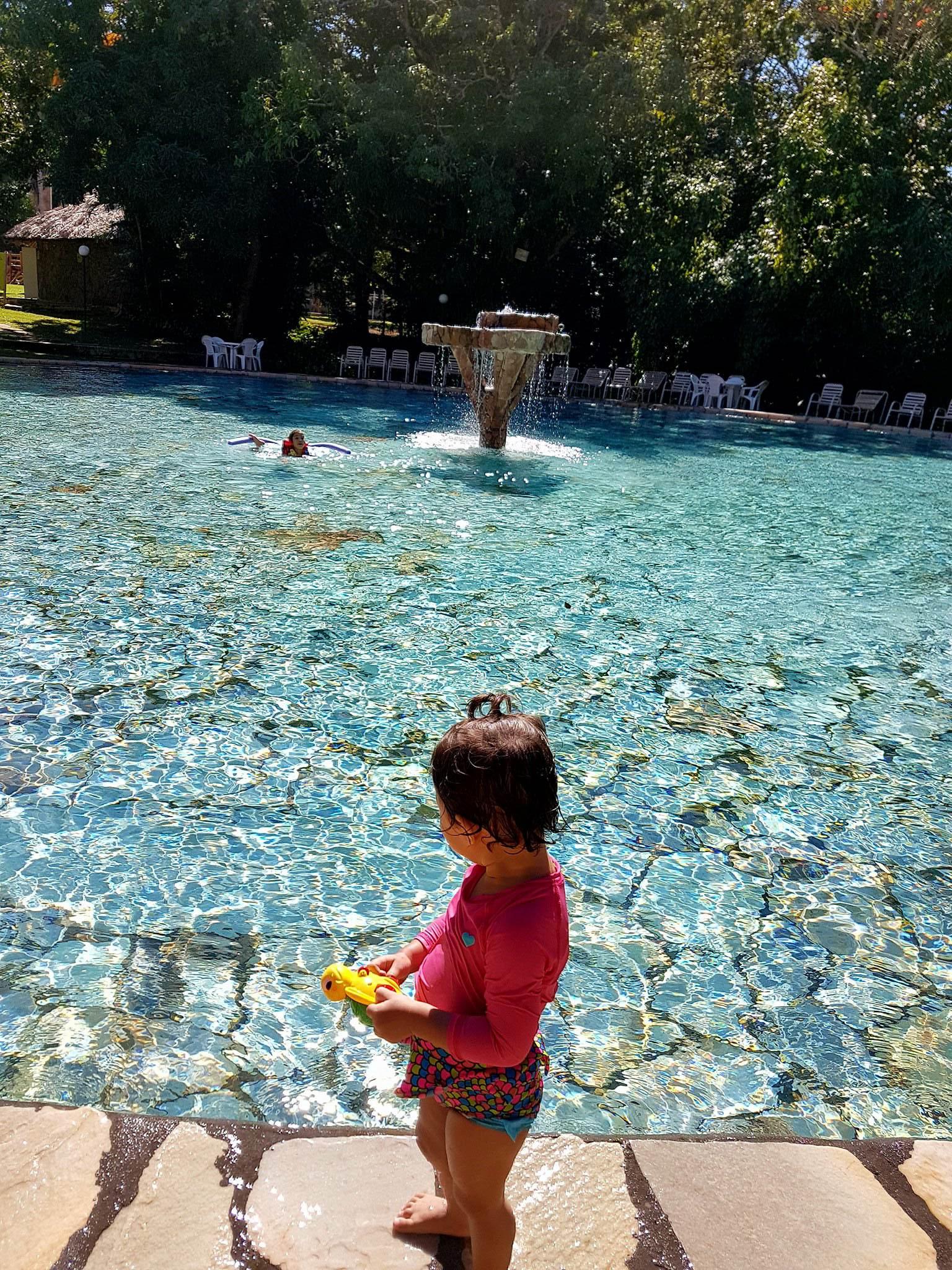 Bebê na piscina do Rio Quente Resorts