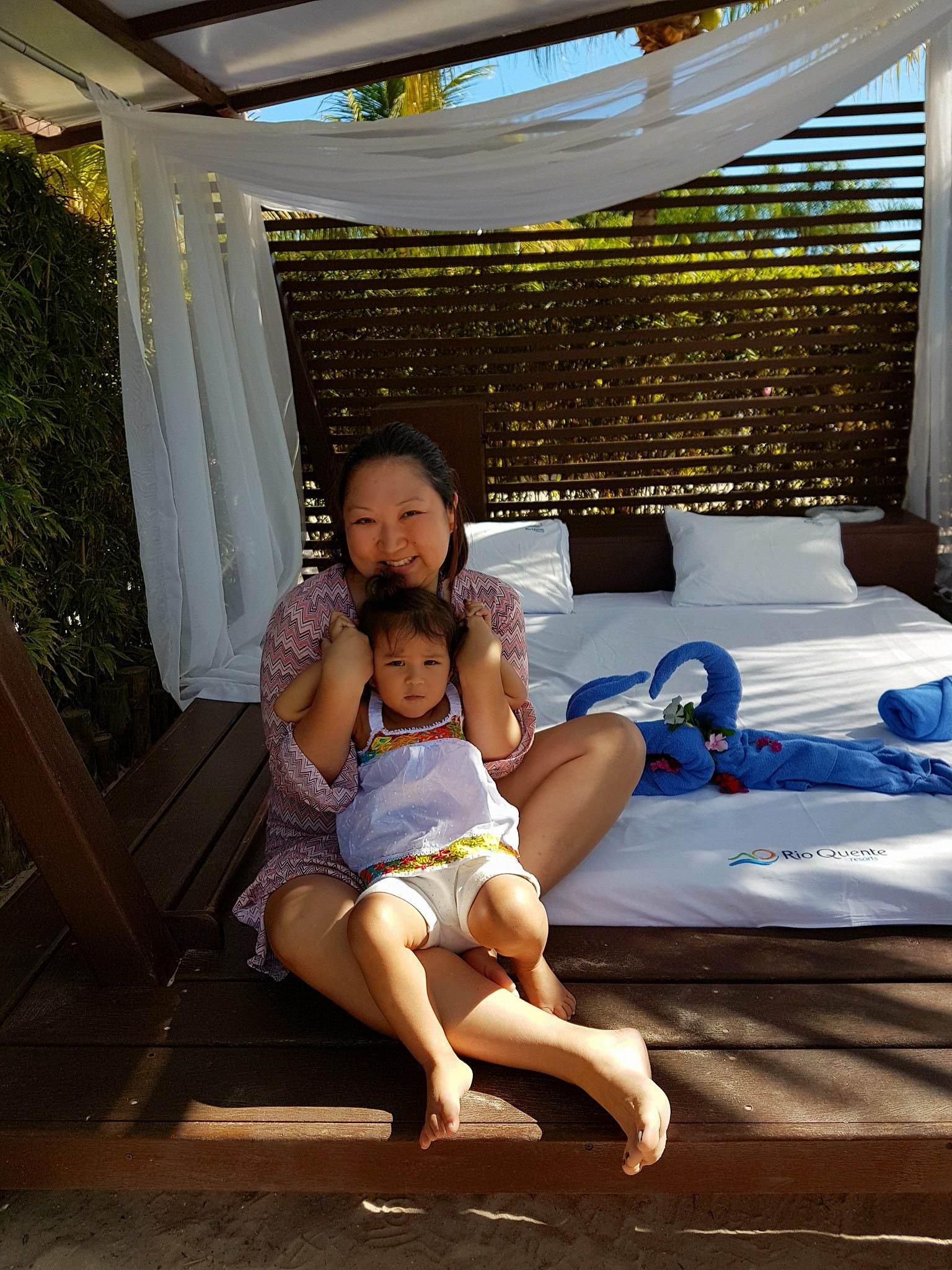Mãe e bebê no Rio Quente Resorts