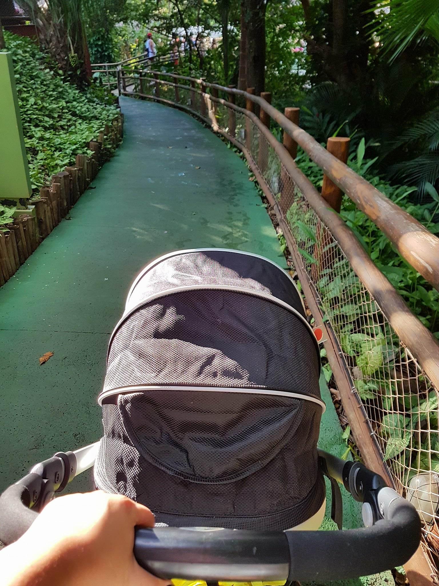 Carrinho de bebê no Rio Quente Resorts