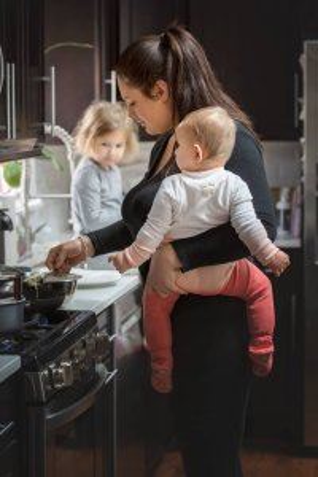 Maternidade real: fotógrafa registra a rotina de mães e filhos em projeto