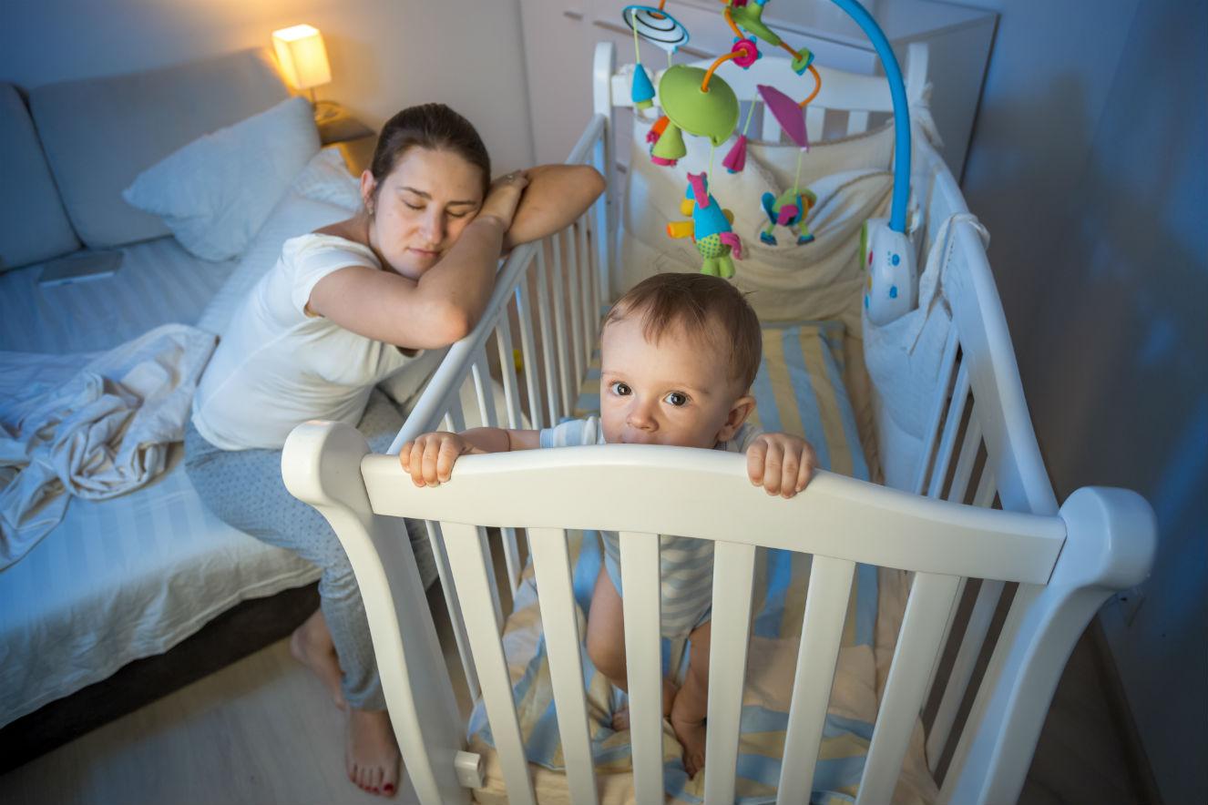Como sobreviver às noites em claro nos primeiros meses do bebê?