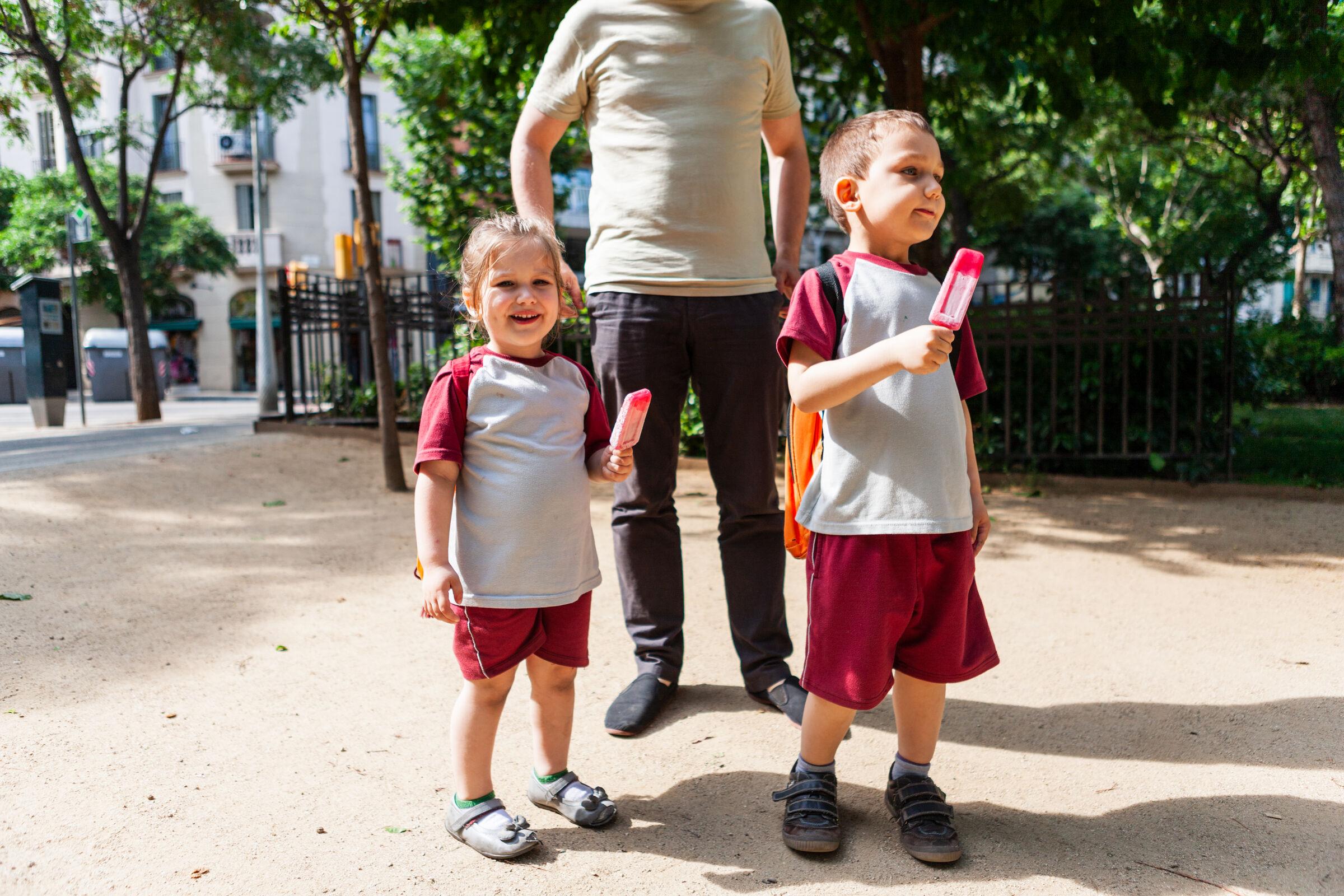 Crianças-curtindo-a-saida-da-escola