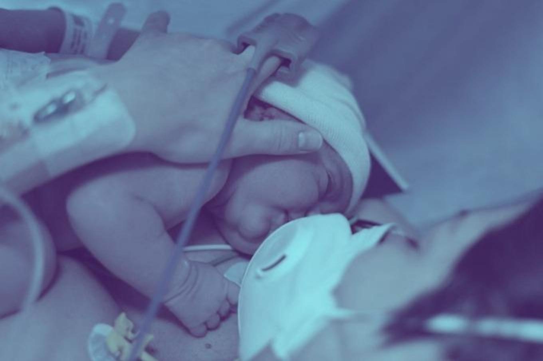 Recém-nascido e mãe com Covid