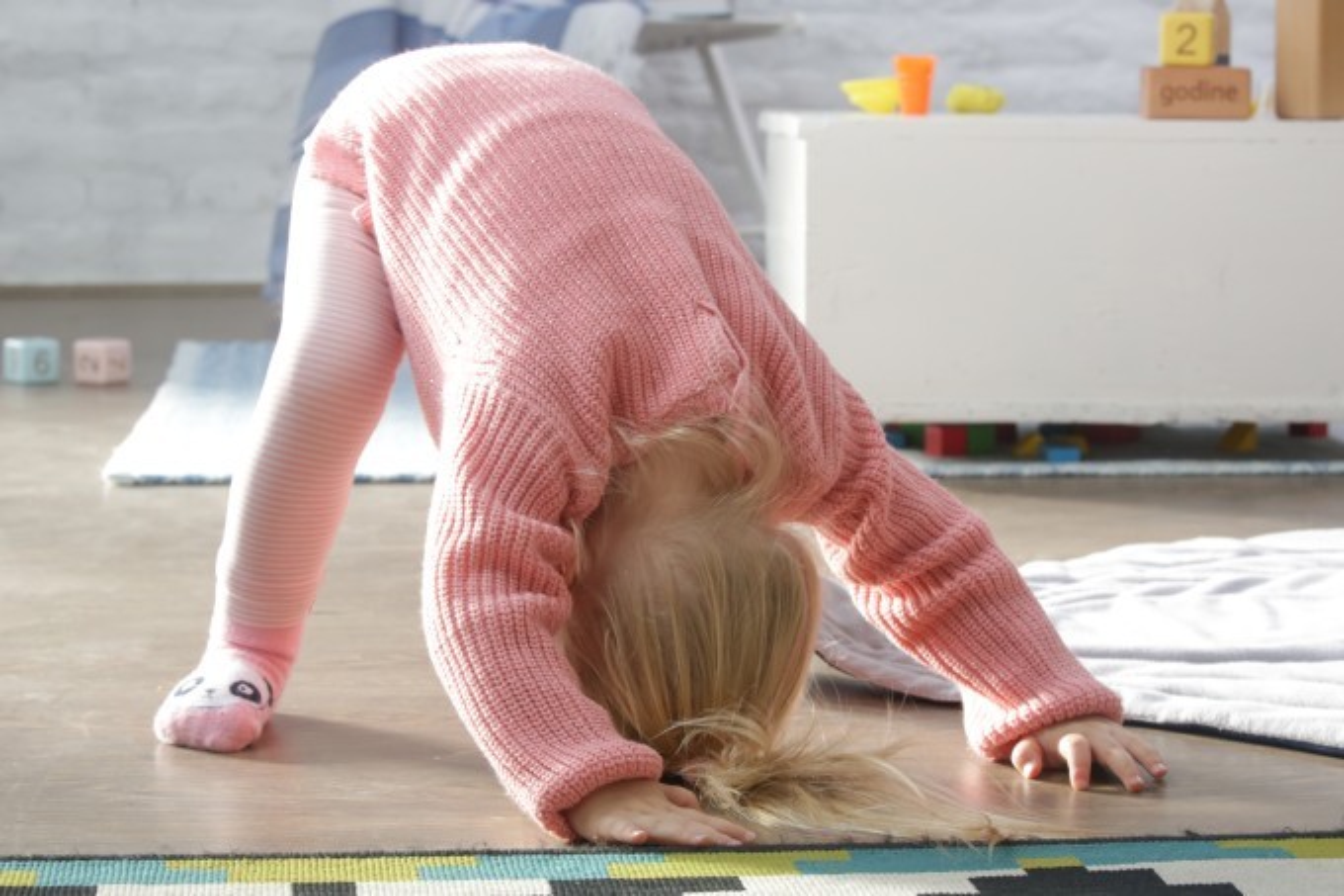 criança de dois anos atividade física