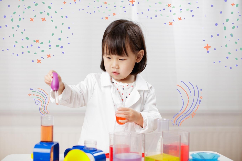 menina-brincando-cientista