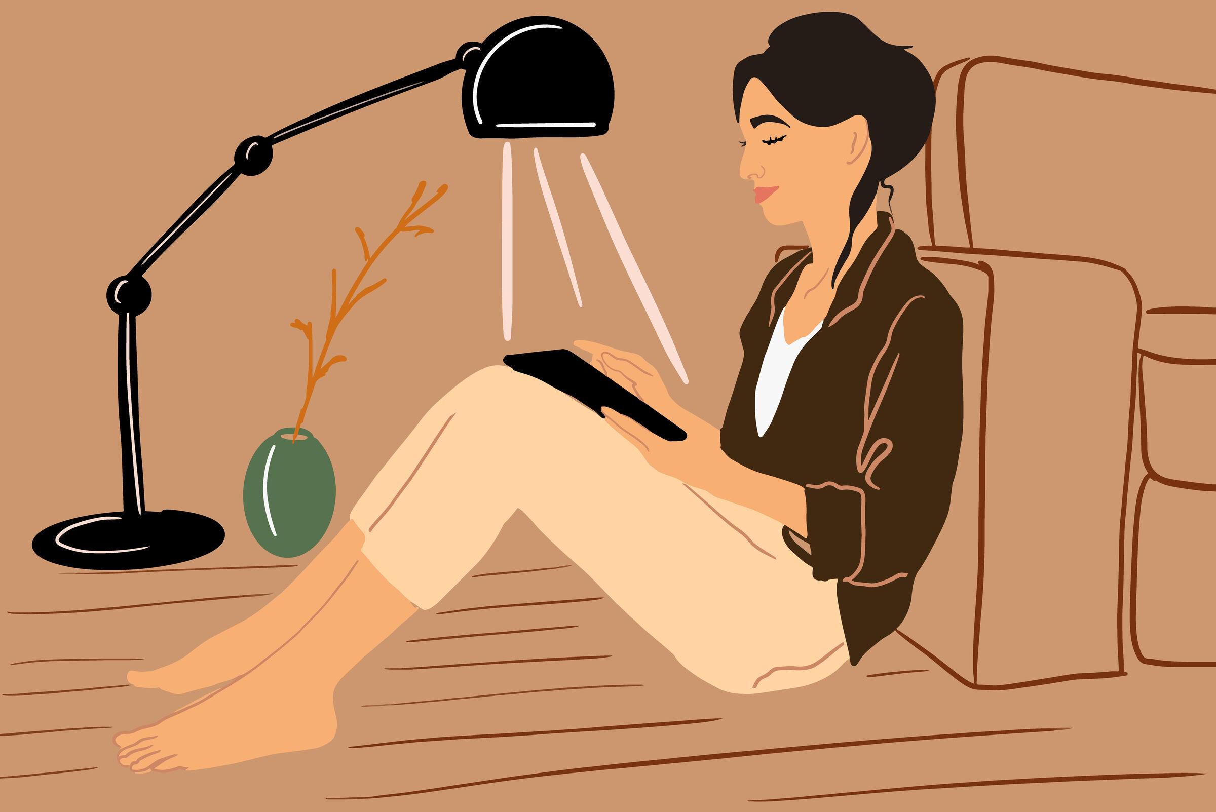 Mulher-sentada-lendo-livro-na-sala