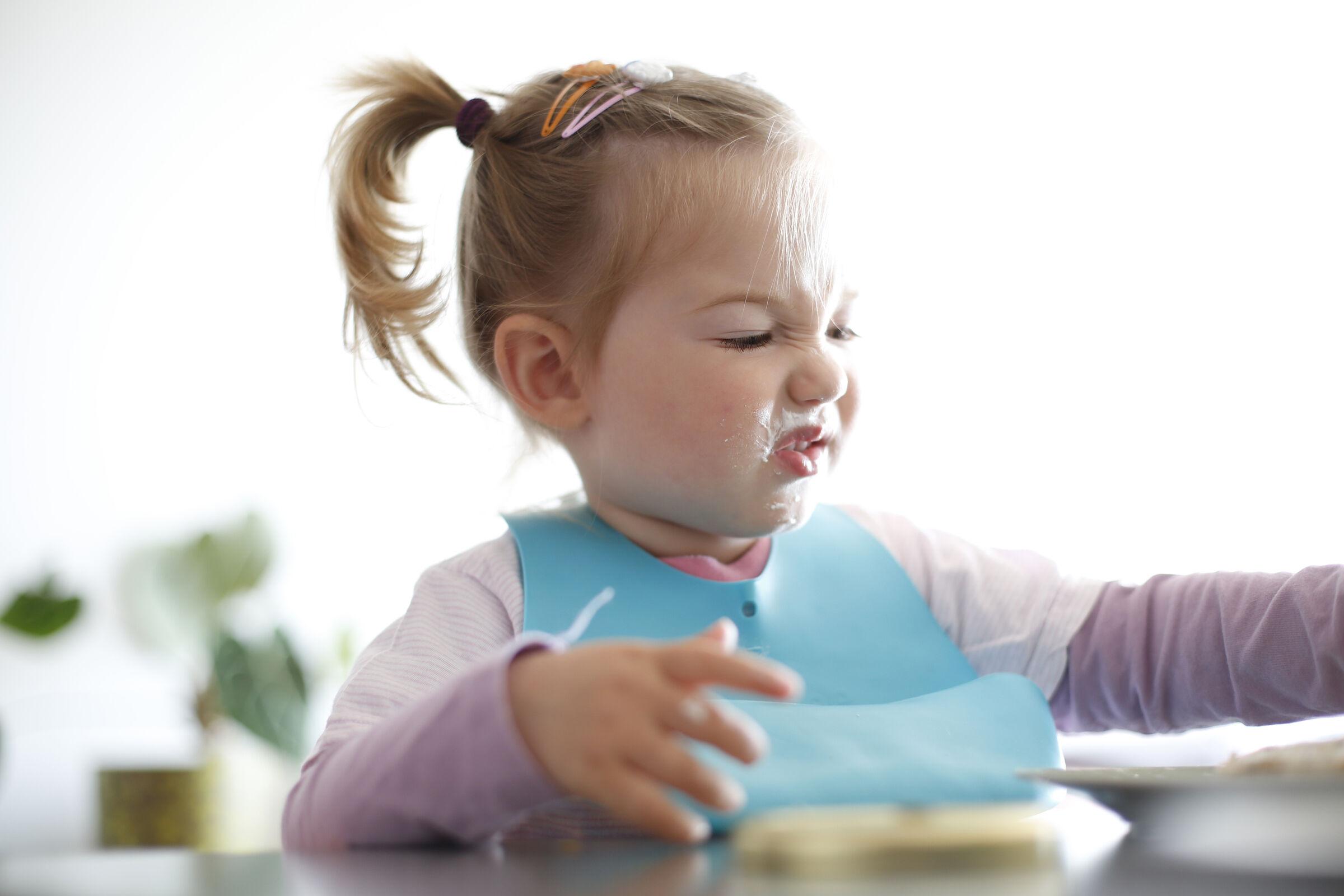 Criança-fazendo-cara-de-nojo-para-comida