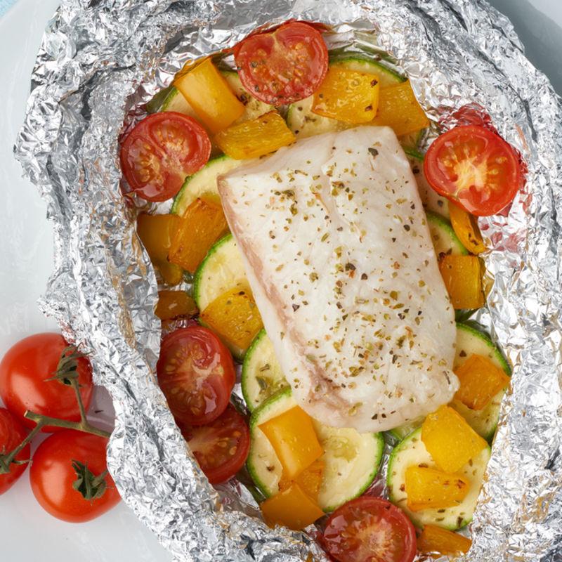 peixe-assado-com-legumes-coloridos-receitas-de-natal