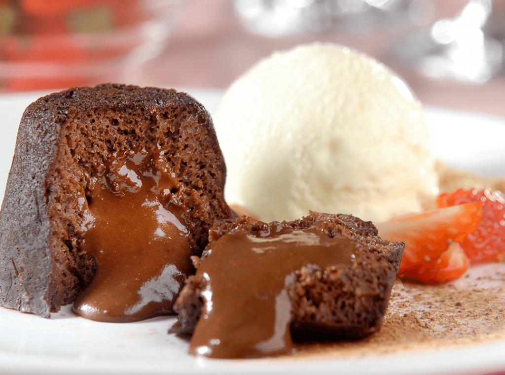 Petit gâteau com sorvete