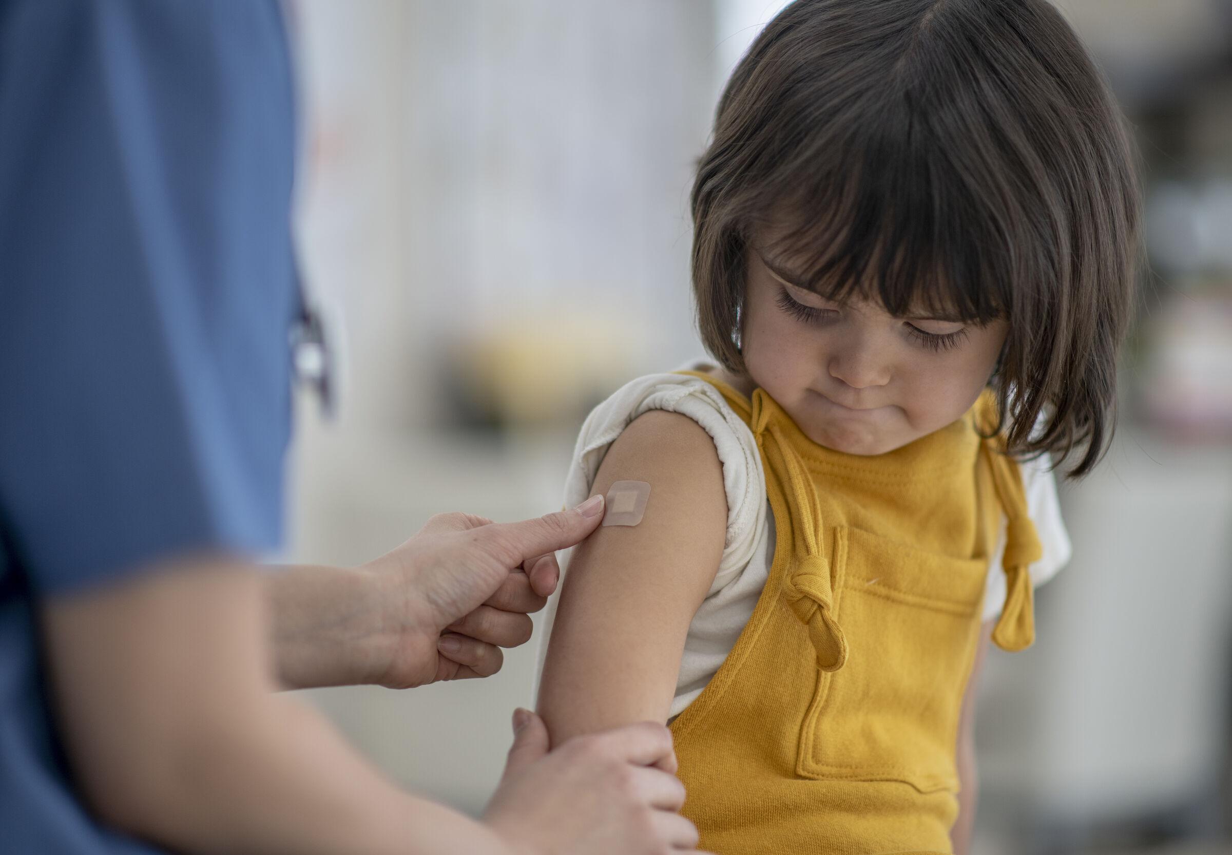 Criança-após-receber-vacina