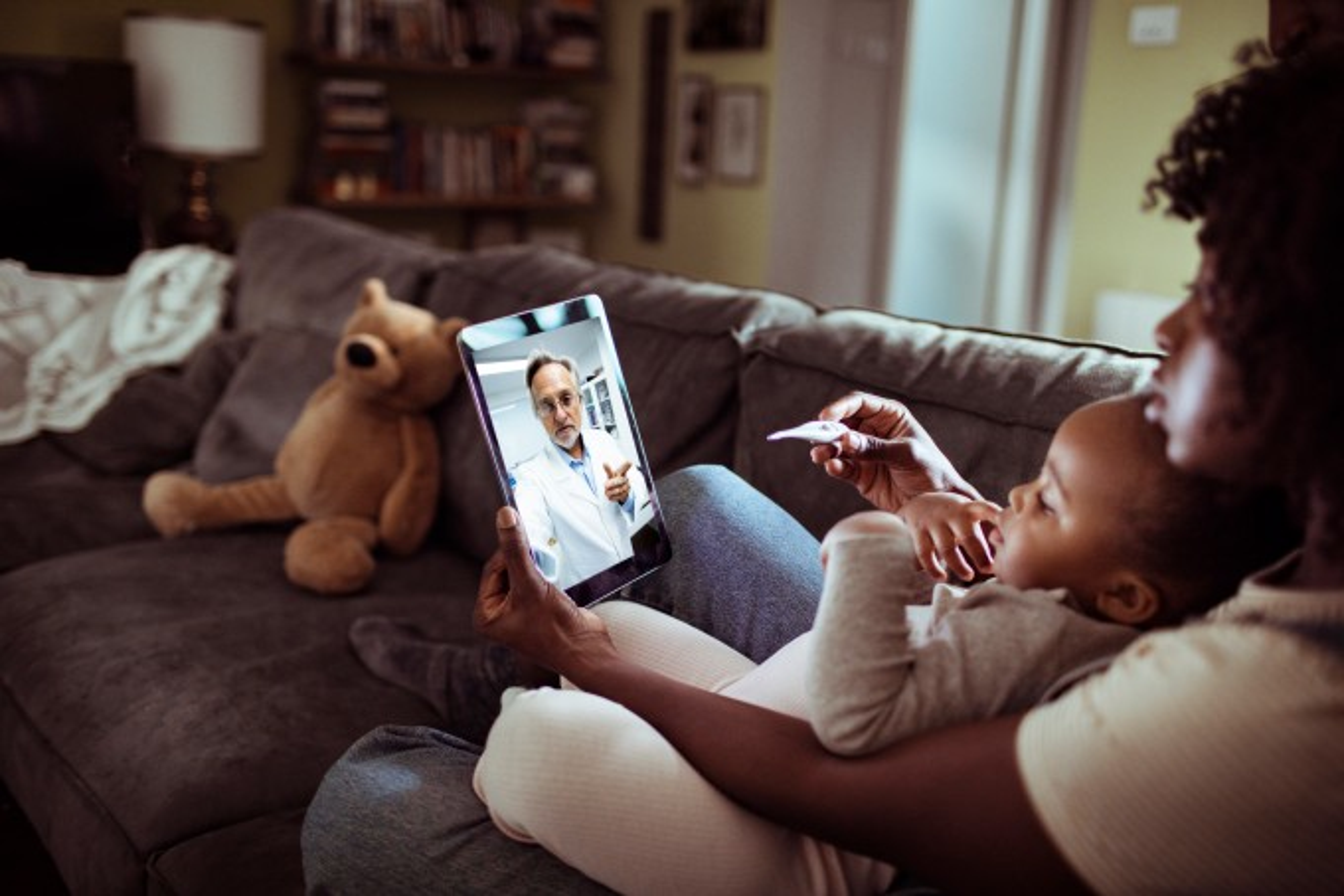 Mãe-em-telemedicina-com-filho