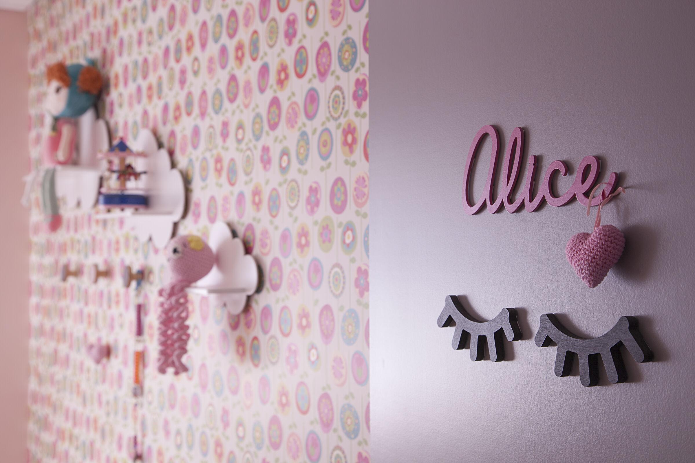 Detalhe feito em crochê na porta de quarto decorado