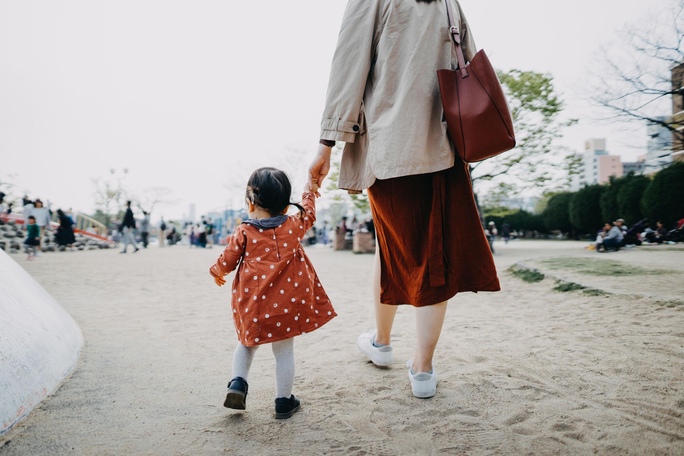 Mãe-passeando-com-a-filha